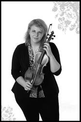 violin player IV by polarwoelfin1984