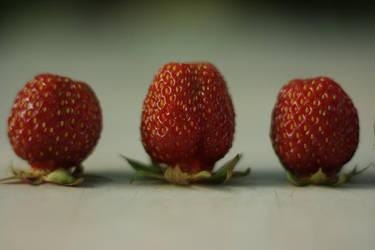 Strawberry by gupeKTop