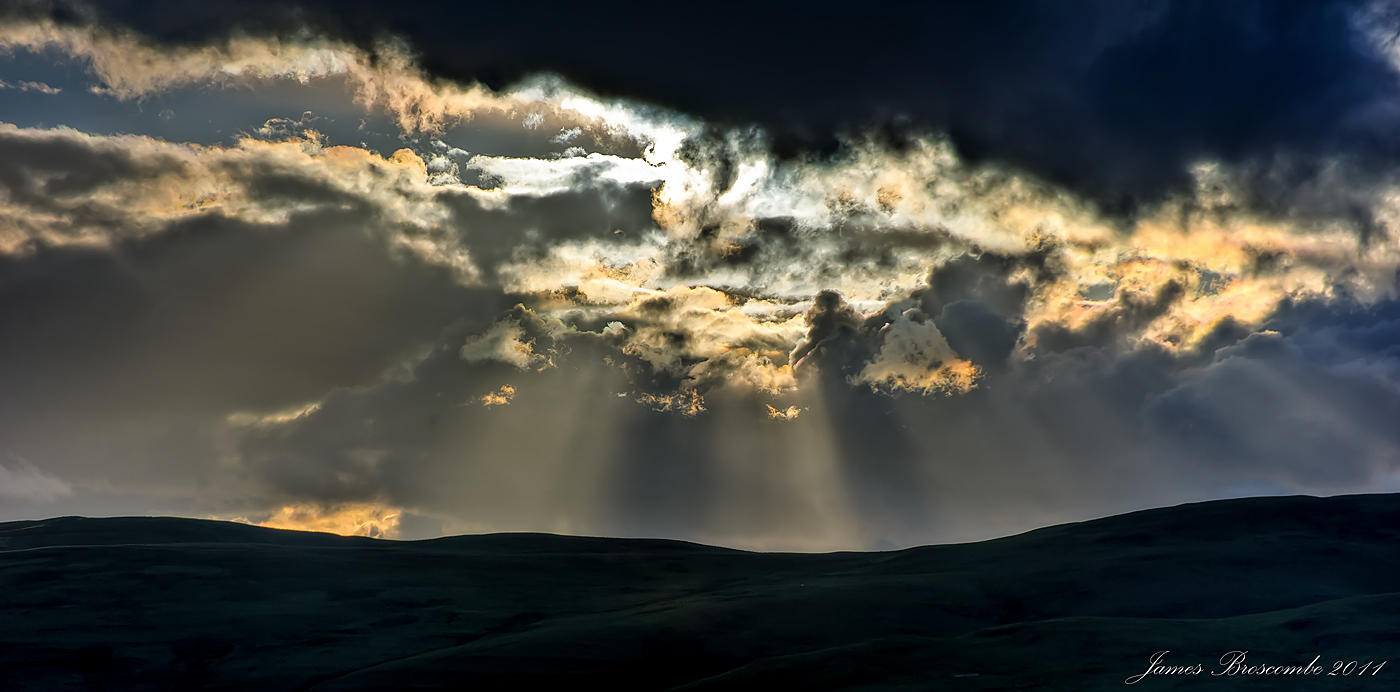 Late evening rays by jmbroscombe