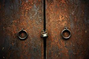 Rusty Gate by avotius
