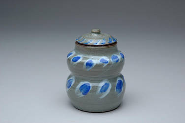Curved Jar by sonkette