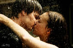 Kissing in fake rain by Thijs-doet-wijs