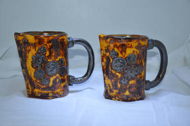 Pair of Mugs by Gnutzick