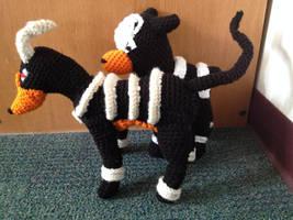 Houndoom Crochet + Free Pattern by Robezpierre