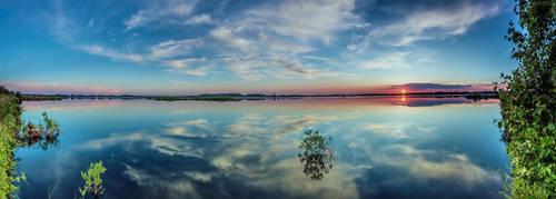Windstill VIII - Panorama by DanielHeydecke
