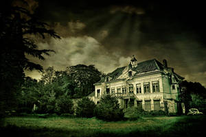 My scarred house of decay by RobinRoels
