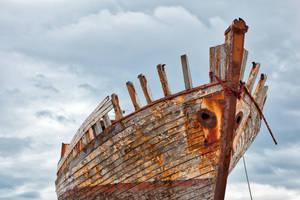 Akranes Shipwreck by somadjinn
