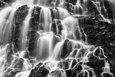Hays Rugged Falls - Black and White by somadjinn