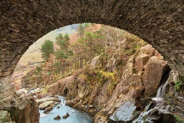 Ogwen Arch by somadjinn