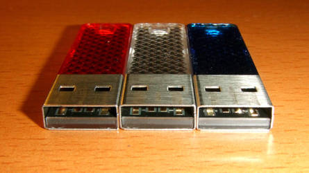 3 8GB SanDisk Cruzer Facet usb flash drives front by PaulRokicki