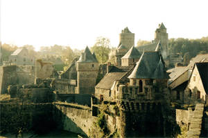 Fougeres Castle by niarkal
