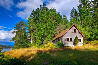 Small Farmhouse on the Sunshine Coast (HDR) by happeningstock