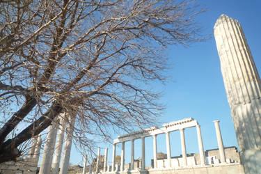 Akropol Orenyeri by Juinny