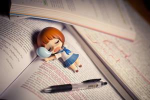 Mako Studying by frasbob