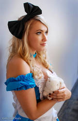 Alice in Wonderland Cosplay by RobbyIdolMedia