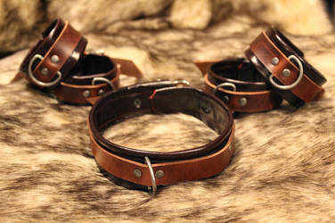 Deep Red Leather 5-piece Collar and Cuffs Set by SilverHauntArmoury