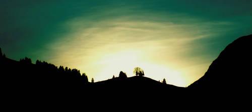 Sun goes down green by BlackEyesSnowAngel