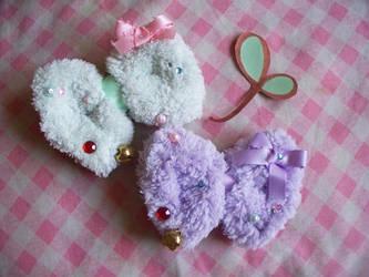 2-way Fuzzy Jingle Bows by lemontreecrafts