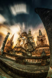 Maha That temple ruin by Tairenar