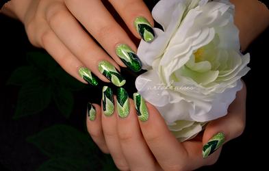 green leaves nail art by Tartofraises