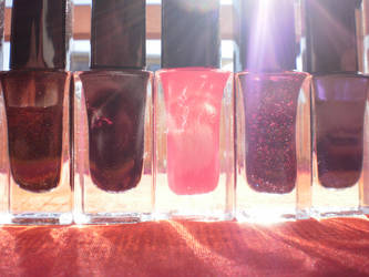 Nail polish by Miss-Sawen