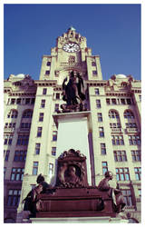 Liver Building and Statue by AndrewNickson