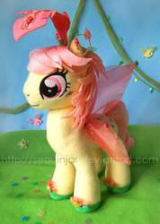Queen of the Flutter ponies by sequinjar