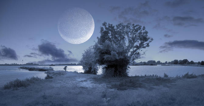 Ice moon rising by taisteng