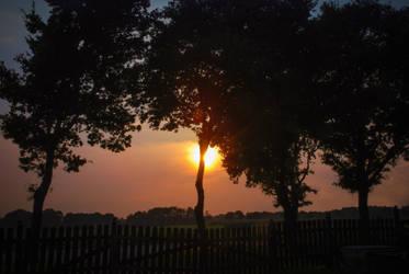 The Broken Sun by JuicyLung
