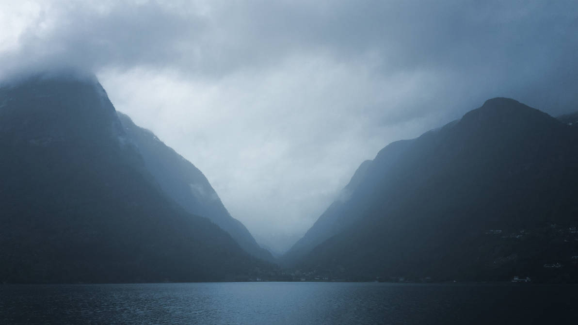 Misty Mountains by RockLou