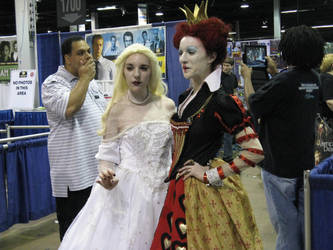 Red and White Queens - Comic-Con Chicago 2012 by ShadowRoadz