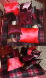 1:6 Scale Giant Bed With Pillows by wickedorin