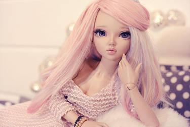 Portrait in pink by Erikor