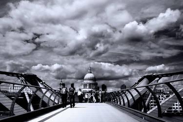 Millenium Bridge BW by DostorJ