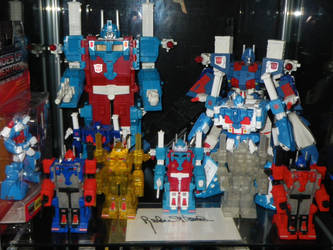 Ultra Magnus Madnus Shelf 1 by GMfan101