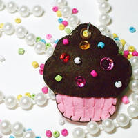 Cupcake Charm by hellohappycrafts