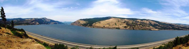Columbia River by jldyr