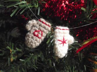 Tiny mitten ornaments by AnneKo