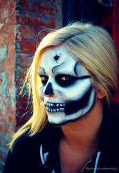 Skull mkup by agirlonearth