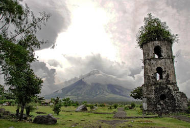 Mayon Volcano by aac888