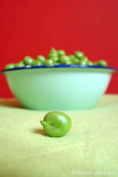 lonely pea by milionowa