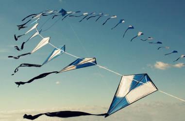 Blue sky blue kites by Elssa