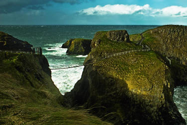 Carrick-a-rede Rope Bridge by roxiannie