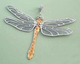 Peridot dragonfly by thebluekraken