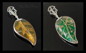 Reverseable Leaf Pendant by thebluekraken