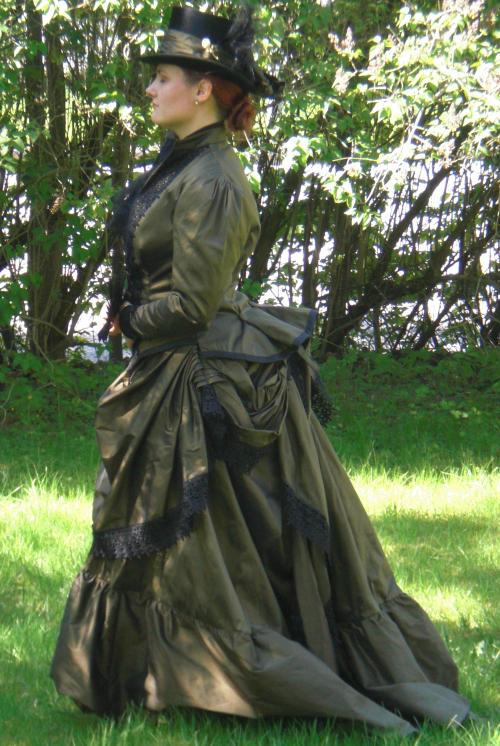 Victorian Travel Gown by fairyfrog