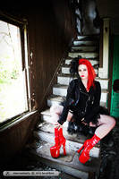 Red and Black by deannadeadly