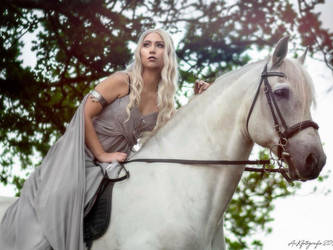 Daenerys and her Silver by Satiellacosplay
