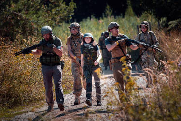 Escorting a humanitarian aid worker - airsoft by Juriet