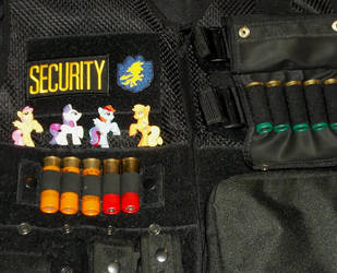 Security saves ponies by Ulfhunden